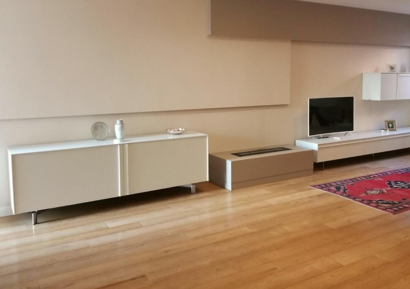 Progetto di una parete soggiorno for Progetto soggiorno